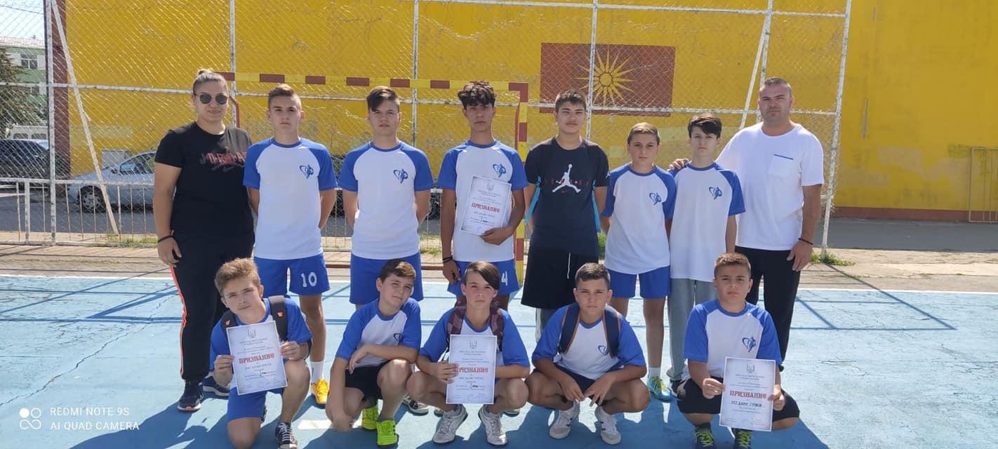 Турнир во мал фудбал на учениците од основните училишта во општината во рамки на одбележувањето на 77 години од ослободувањето на Свети Николе