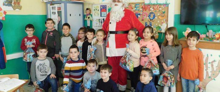 Новогодишни пакетчиња за светиниколските деца