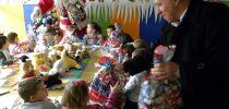 Над 1200 новогодишни пакетчиња за светиниколските дечиња